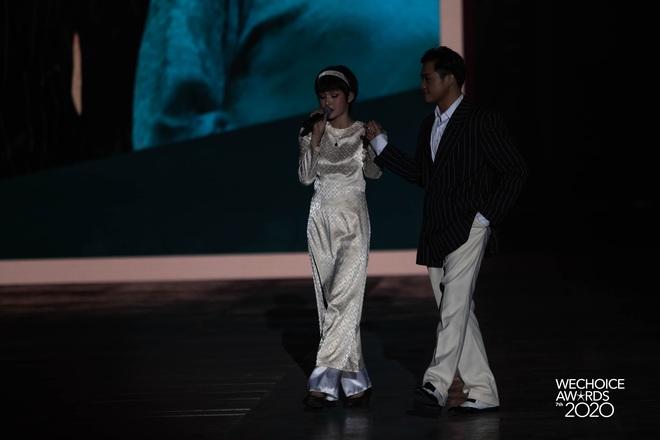 Hiền Hồ và Hoà Minzy đọ giọng đầy thăng hoa, câu chuyện về người thứ ba được đẩy lên cung bậc hoàn toàn mới tại Gala WCA 2020 - ảnh 8
