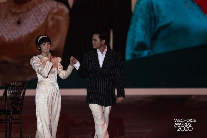 Hiền Hồ và Hoà Minzy đọ giọng đầy thăng hoa, câu chuyện về người thứ ba được đẩy lên cung bậc hoàn toàn mới tại Gala WCA 2020 - ảnh 5