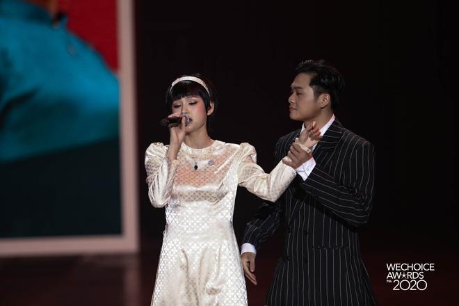 Hiền Hồ và Hoà Minzy đọ giọng đầy thăng hoa, câu chuyện về người thứ ba được đẩy lên cung bậc hoàn toàn mới tại Gala WCA 2020 - ảnh 9