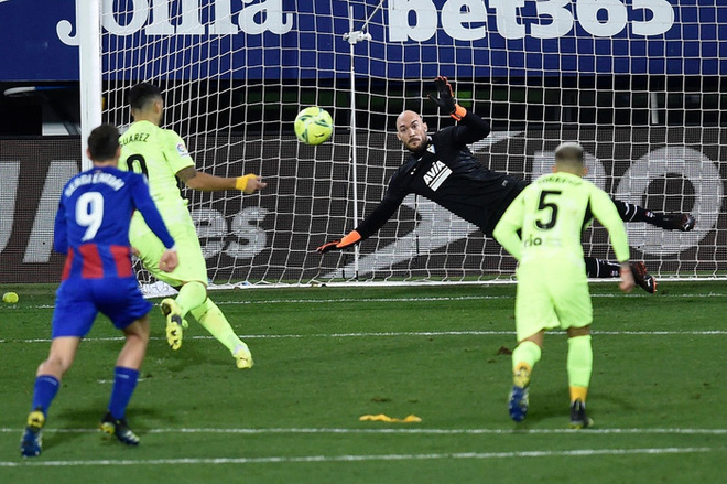 Đội bóng La Liga chơi lớn, cho thủ môn lên sút phạt đền - ảnh 9