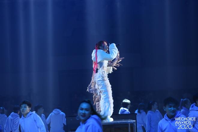 Tlinh và Mỹ Anh mở màn Gala WeChoice với Lời Cảm Ơn đầy ấn tượng, khẳng định tài năng của nghệ sĩ Gen Z! - ảnh 11