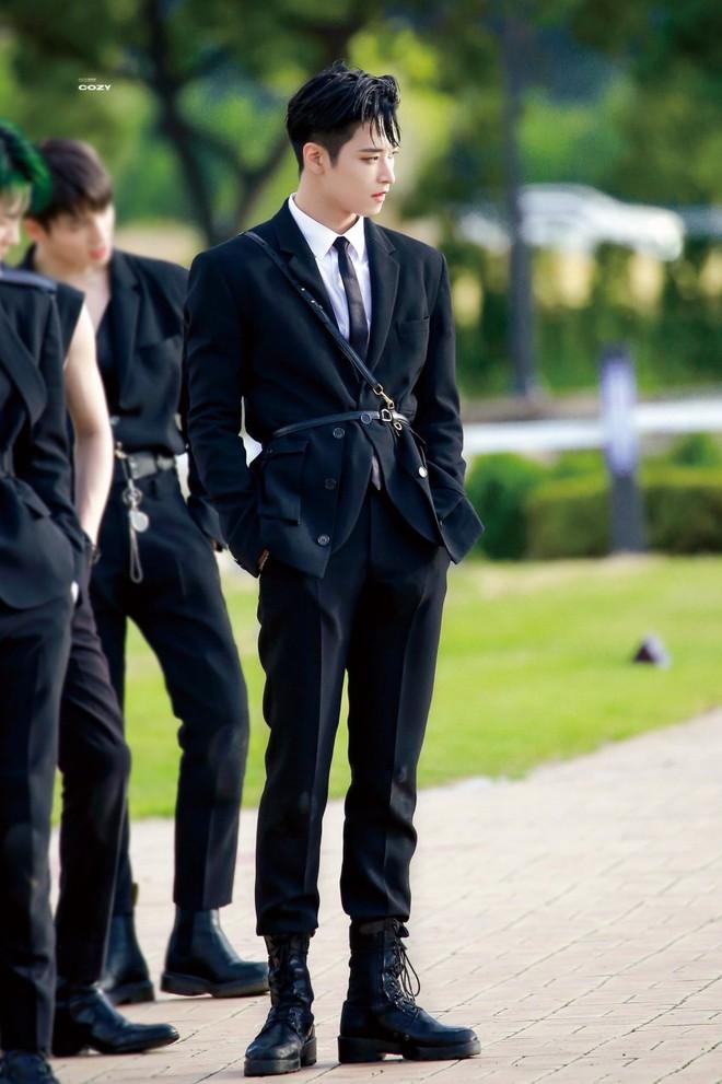 3 idol Kpop body chuẩn bạn trai nhà người ta chuẩn gu Hàn: Jin (BTS) vai rộng cực phẩm, 2 idol body tam giác ngược còn đỉnh hơn? - ảnh 9