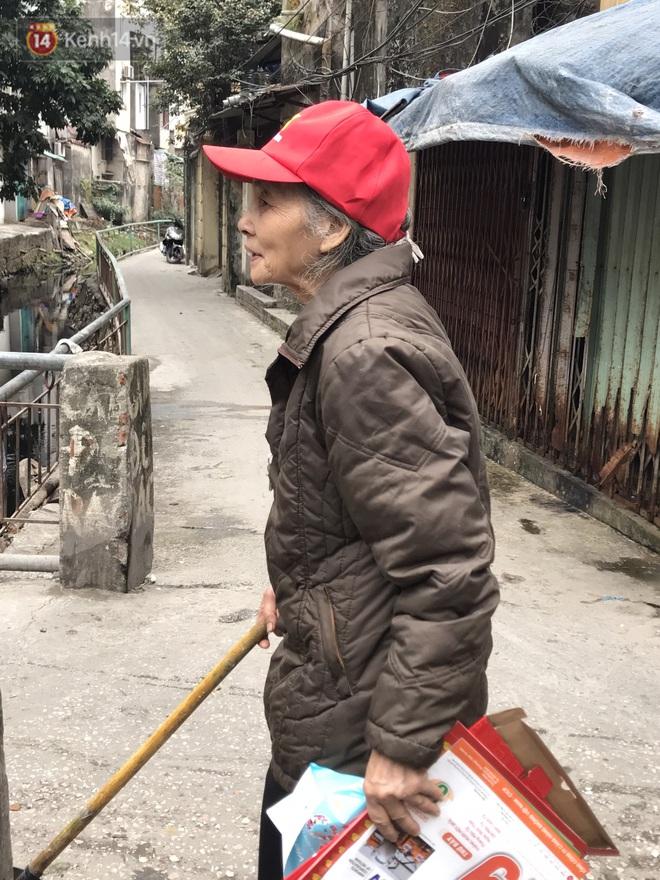 Người dân Hà Nội ám ảnh bởi con mương ô nhiễm dài 3km: Có gia đình 3 thế hệ ngửi mùi nước cống, sống chung với chuột bọ - Ảnh 5.