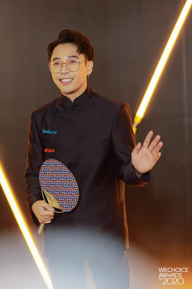 """Loạt bộ cánh mãn nhãn nhất tại thảm đỏ WeChoice 2020: Tiểu Vy, H'Hen Niê tinh giản mà xuất sắc không ngờ, Ngọc Trinh """"chặt chém"""" cực gắt - ảnh 11"""