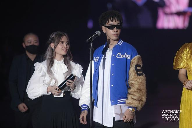 Dàn hot couple sánh vai tại Gala WeChoice Awards: Linh Rin - Phillip Nguyễn trông như vợ chồng son, Wean - Naomi bao ngầu - ảnh 8