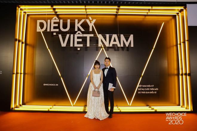 Dàn hot couple sánh vai tại Gala WeChoice Awards: Linh Rin - Phillip Nguyễn trông như vợ chồng son, Wean - Naomi bao ngầu - ảnh 11