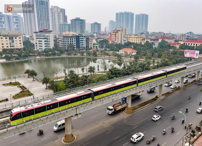 Ảnh, clip: Người Hà Nội hào hứng tham quan đoàn tàu metro đầu tiên Nhổn - ga Hà Nội - ảnh 20