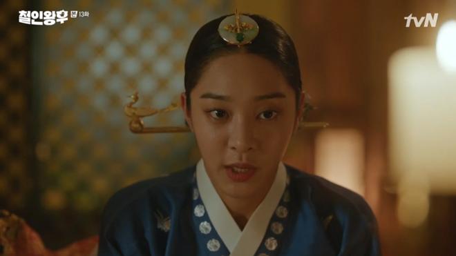 Tưởng Kim Jung Hyun là gái xinh, Shin Hye Sun chủ động đưa anh thượng lên giường ở Mr. Queen tập 13 - ảnh 1