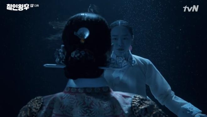 Tưởng Kim Jung Hyun là gái xinh, Shin Hye Sun chủ động đưa anh thượng lên giường ở Mr. Queen tập 13 - ảnh 3