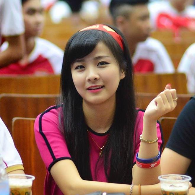 Nữ sinh khóc nức nở khi đội tuyển Việt Nam thua trận, ai ngờ khoảnh khắc chụp lén lại thay đổi cuộc đời ngoạn mục - ảnh 6