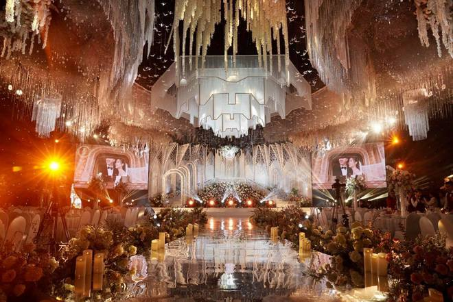 """Xôn xao đám cưới """"khủng"""" tại lâu đài dát vàng ở Ninh Bình: Thực đơn gồm súp tổ yến, gan ngỗng Pháp, cua Hoàng đế Alaska; mời cả ca sĩ Cẩm Ly và Quốc Đại trình diễn - ảnh 2"""