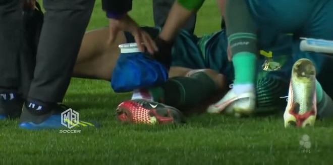 Chấn thương kinh hoàng ở giải Iraq: Thủ phạm ôm mặt khóc, nạn nhân thất thần nhìn chân bị gãy - ảnh 3