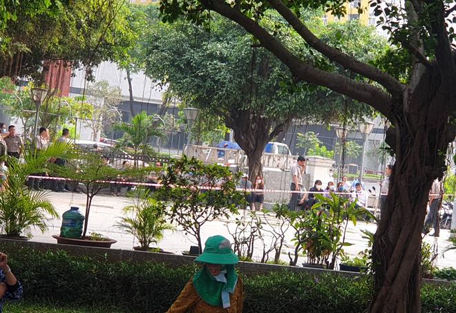 TP.HCM: Chi cục trưởng Chi cục Thi hành án dân sự quận Bình Tân rơi lầu chung cư Carina tử vong - ảnh 1