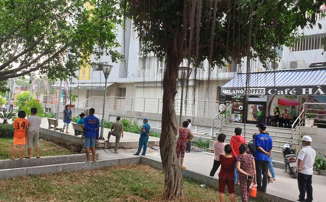 TP.HCM: Chi cục trưởng Chi cục Thi hành án dân sự quận Bình Tân rơi lầu chung cư Carina tử vong - ảnh 2