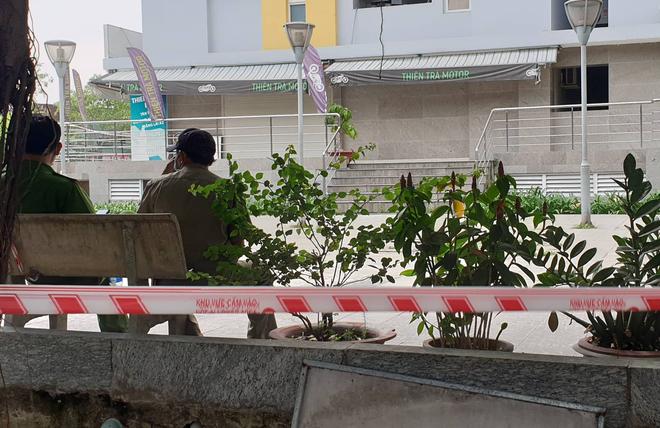 TP.HCM: Chi cục trưởng Chi cục Thi hành án dân sự quận Bình Tân rơi lầu chung cư Carina tử vong - ảnh 3