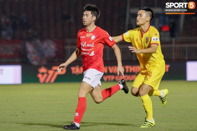 Cầu thủ Việt kiều Lee Nguyễn ra mắt chưa trọn vẹn - ảnh 1