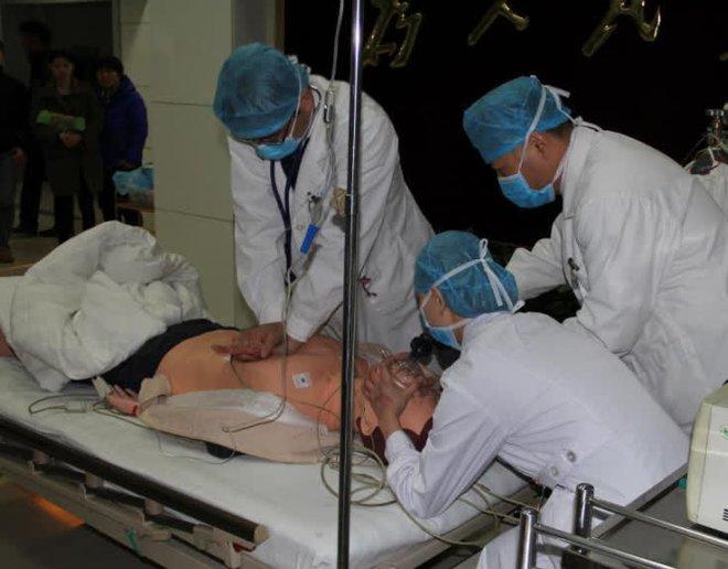 Người đàn ông 46 tuổi bị nhồi máu não, tử vong ngay trong đêm, nguyên nhân xuất phát từ 3 thói quen trước khi đi ngủ mà nhiều người mắc phải - ảnh 4