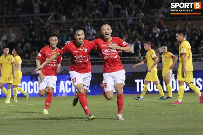 Cầu thủ Việt kiều Lee Nguyễn ra mắt chưa trọn vẹn - ảnh 11