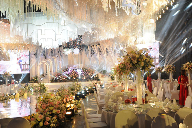 Thực đơn ngập sơn hào hải vị của đám cưới trong lâu đài dát vàng ở Ninh Bình đang gây sốt: khách khứa no ngộp thở ra về! - Ảnh 2.
