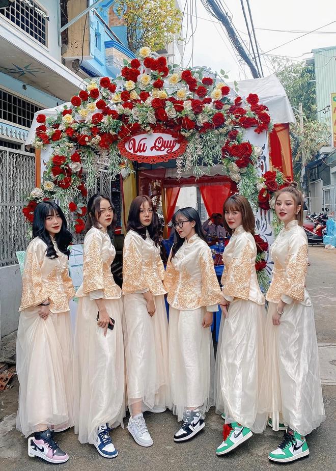 Lác mắt trước hội nhà gái theo hệ sneaker, toàn Air Jordan xịn sò trong đám cưới của cô dâu gốc Hoa - ảnh 2