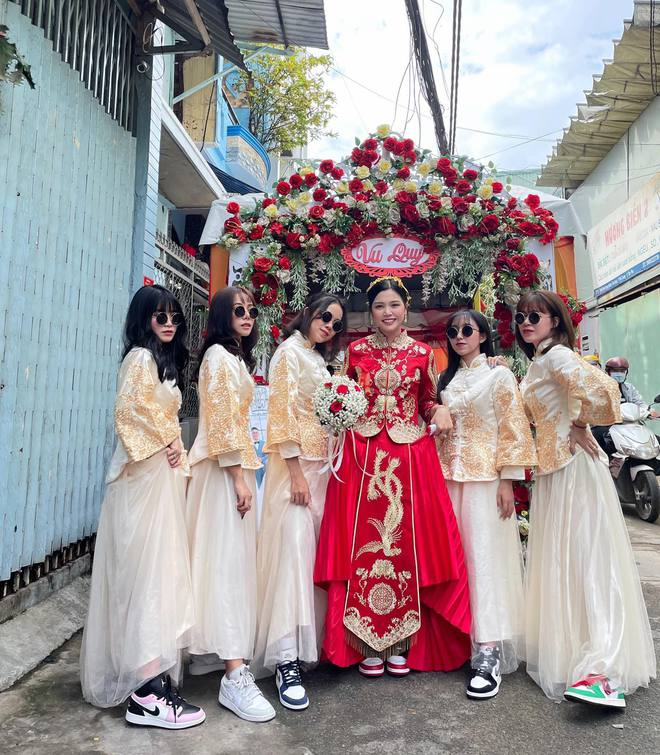 Lác mắt trước hội nhà gái theo hệ sneaker, toàn Air Jordan xịn sò trong đám cưới của cô dâu gốc Hoa - ảnh 3