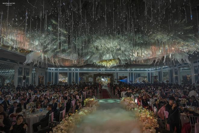 """Đám cưới """"cổ tích"""" tại Bắc Ninh: Bố tự tay thiết kế hôn lễ cho con gái, chi phí hơn 30 tỷ, gần 300 xế hộp xếp chật kín đường - Ảnh 4."""