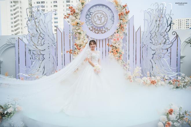 """Đám cưới """"cổ tích"""" tại Bắc Ninh: Bố tự tay thiết kế hôn lễ cho con gái, chi phí hơn 30 tỷ, gần 300 xế hộp xếp chật kín đường - Ảnh 2."""