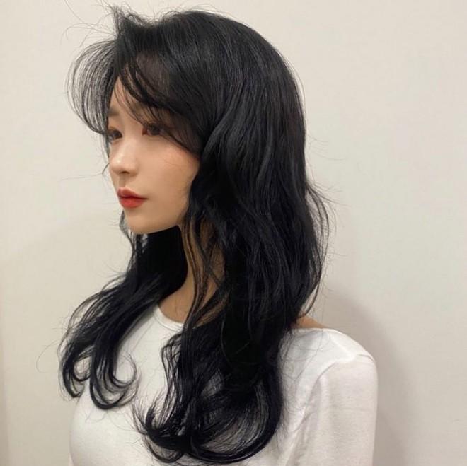 Không thích nhuộm tóc, nàng tóc đen cứ cắt theo 5 kiểu này thì Tết Tân Sửu sẽ xinh đẹp sang chảnh hơn - Ảnh 5.