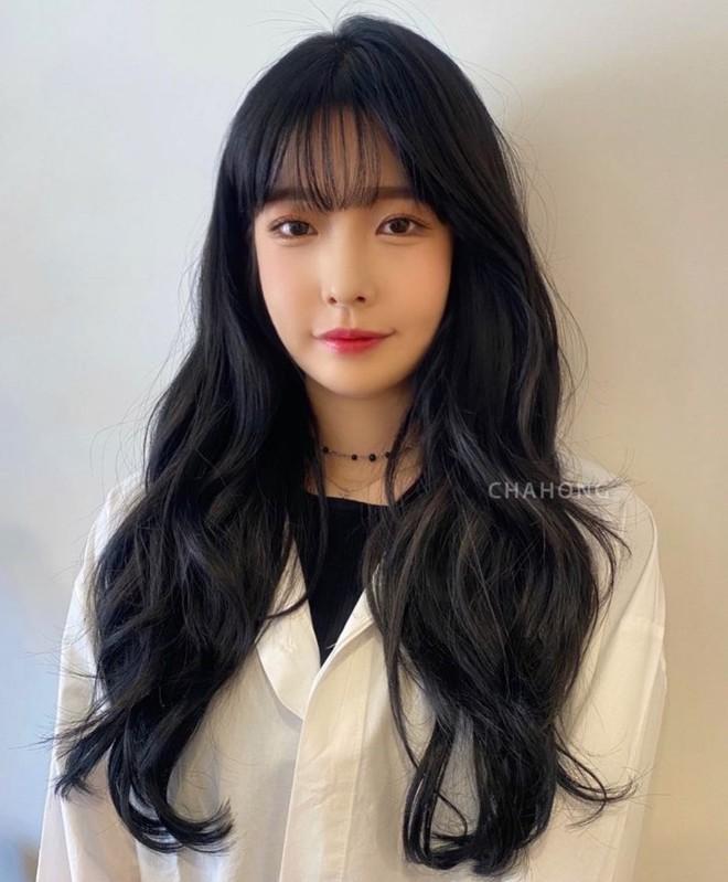 Không thích nhuộm tóc, nàng tóc đen cứ cắt theo 5 kiểu này thì Tết Tân Sửu sẽ xinh đẹp sang chảnh hơn - Ảnh 3.