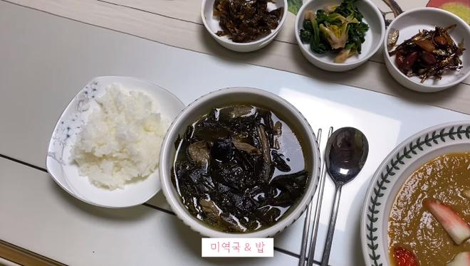 Vlogger Hàn Quốc chia sẻ tuyệt chiêu đánh bay mỡ bụng: giảm 3,5kg trong 5 ngày với chế độ ăn không bột mì - ảnh 10