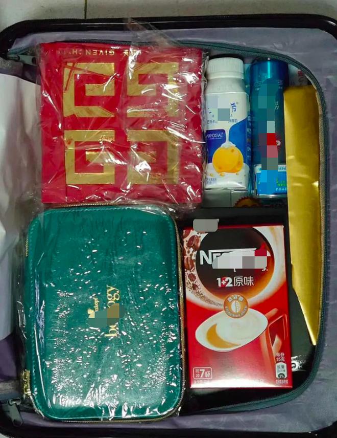Đập hộp quà Tết dàn sao Cbiz tặng báo giới: Thái Từ Khôn chuẩn bị vali đồ xa xỉ, Triệu Lệ Dĩnh - Ngu Thư Hân không hề kém cạnh - ảnh 2
