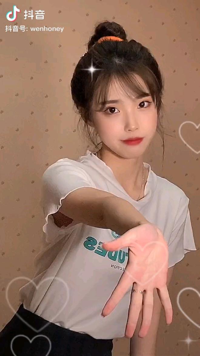 IU lại có chị em sinh đôi ở Trung Quốc, đến kiểu tóc lẫn makeup cũng y chang bản chính - ảnh 5