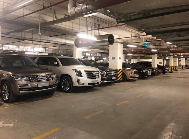 Choáng váng với dàn xe hơn 100 tỷ trong một hầm gửi xe ở Hà Nội - ảnh 1