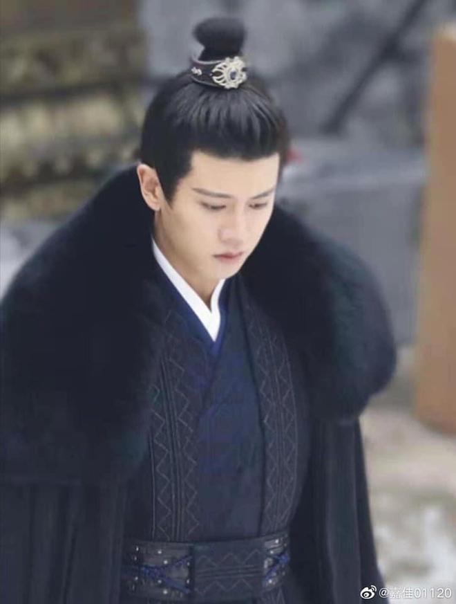 """Nhậm Gia Luân ngồi dưới mưa tuyết mà vẫn """"soái khí"""" ở Trường An Như Cố, netizen gật gù: """"Đúng là sinh ra để đóng cổ trang!"""" - Ảnh 5."""
