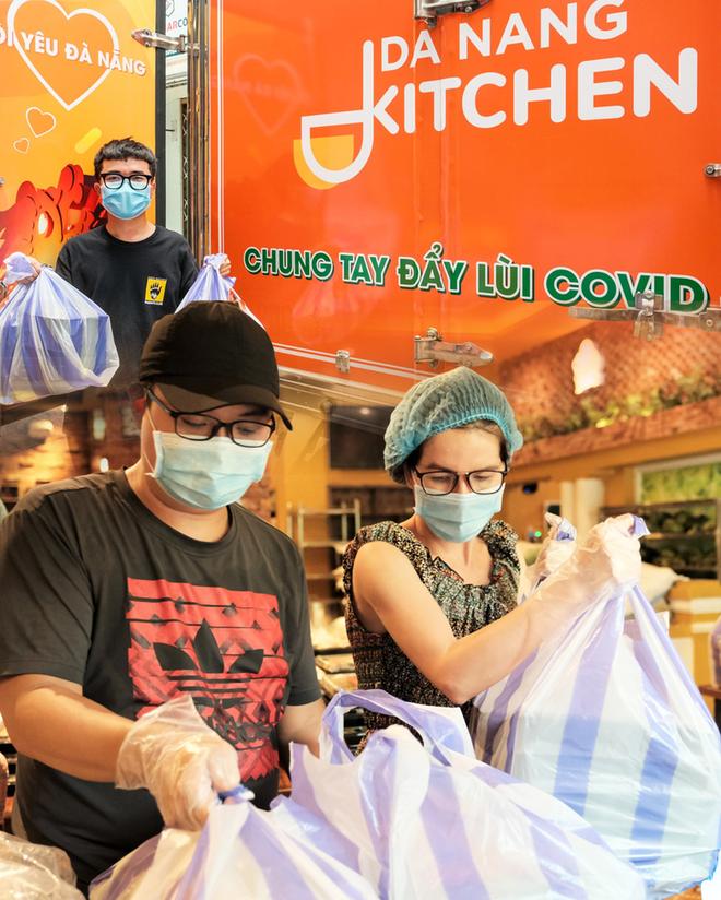 """Bếp thiện nguyện Danang Kitchen: """"Đốt lửa"""" yêu thương giữa tâm dịch Covid-19 - Ảnh 1."""