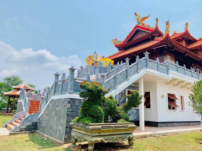 NS Hoài Linh đặt nơi thờ phụng NS Chí Tài tại đền thờ Tổ 100 tỷ, còn chuẩn bị món đồ gây xúc động đặt cạnh di ảnh - Ảnh 4.
