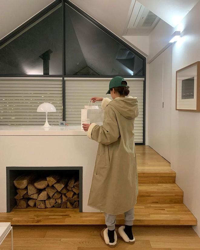 """Không phải beret hay mũ len, mũ lưỡi trai mới chính là phụ kiện """"đinh"""" cho mọi bức hình của hội gái Hàn - Ảnh 4."""