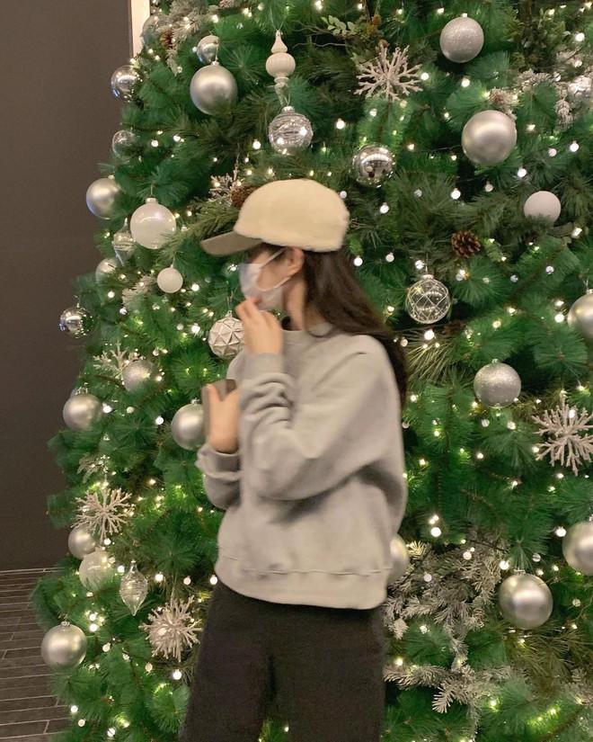 """Không phải beret hay mũ len, mũ lưỡi trai mới chính là phụ kiện """"đinh"""" cho mọi bức hình của hội gái Hàn - Ảnh 5."""