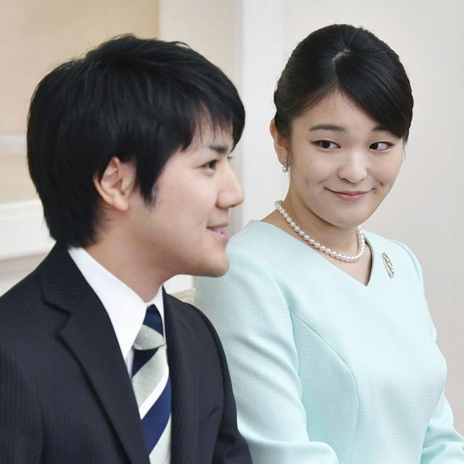 Công chúa Nhật khiến dân chúng buồn lòng vì cưới thường dân: Từng là viên ngọc quý được yêu mến giờ chỉ thấy gượng cười mỗi lần xuất hiện - ảnh 11