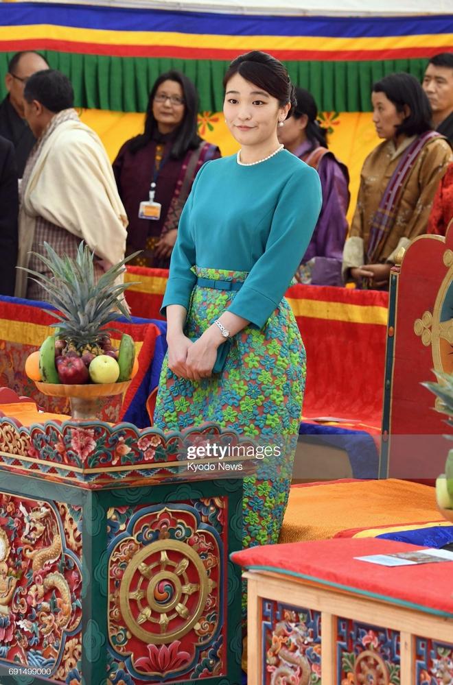 Công chúa Nhật khiến dân chúng buồn lòng vì cưới thường dân: Từng là viên ngọc quý được yêu mến giờ chỉ thấy gượng cười mỗi lần xuất hiện - ảnh 2
