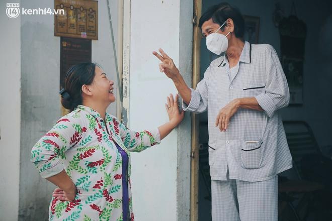 """Gặp chú chủ trọ cầm xấp tiền 200.000 tặng từng người thuê ở Sài Gòn: """"Bà con khổ quá rồi, mình có thì giúp thôi"""" - Ảnh 4."""