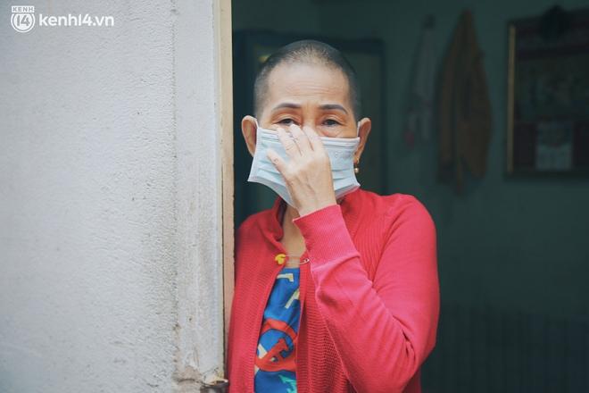 """Gặp chú chủ trọ cầm xấp tiền 200.000 tặng từng người thuê ở Sài Gòn: """"Bà con khổ quá rồi, mình có thì giúp thôi"""" - Ảnh 13."""