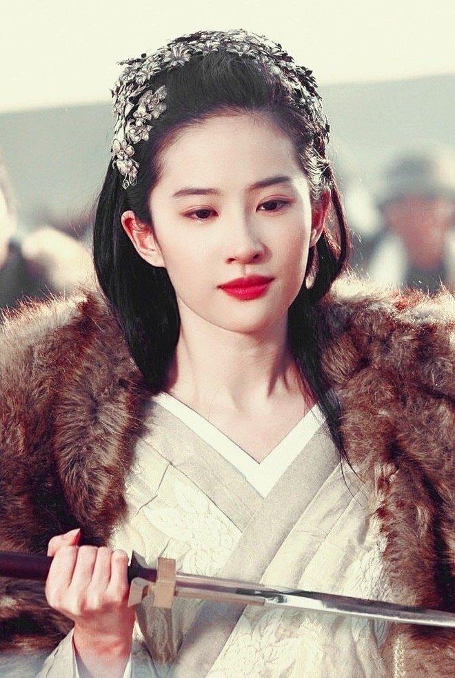 Lưu Diệc Phi từng cởi áo trước mặt Phùng Thiệu Phong, đẹp đến chao đảo chúng sinh trên màn ảnh 10 năm trước - ảnh 2