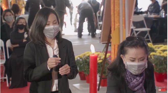 Đây là điều NS Hoài Linh đã âm thầm làm trong tang lễ cố ca sĩ Phi Nhung ở Mỹ, 1 chi tiết gây xúc động mạnh! - Ảnh 5.