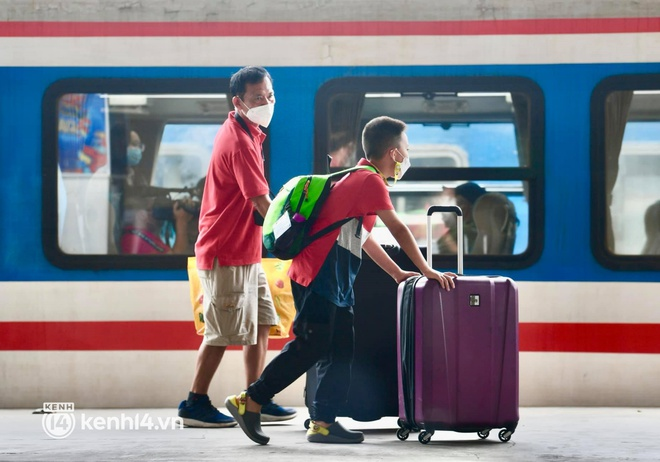 Hơn 100 hành khách đã khởi hành trên chuyến tàu đầu tiên vào phía Nam - Ảnh 8.