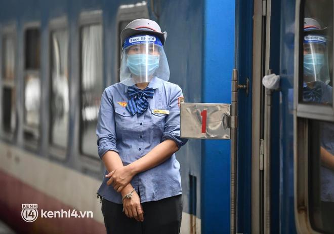 Hơn 100 hành khách đã khởi hành trên chuyến tàu đầu tiên vào phía Nam - Ảnh 9.