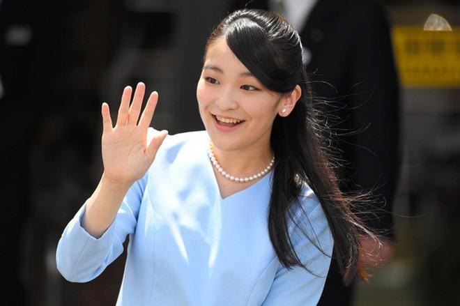 Công chúa Nhật khiến dân chúng buồn lòng vì cưới thường dân: Từng là viên ngọc quý được yêu mến giờ chỉ thấy gượng cười mỗi lần xuất hiện - ảnh 7