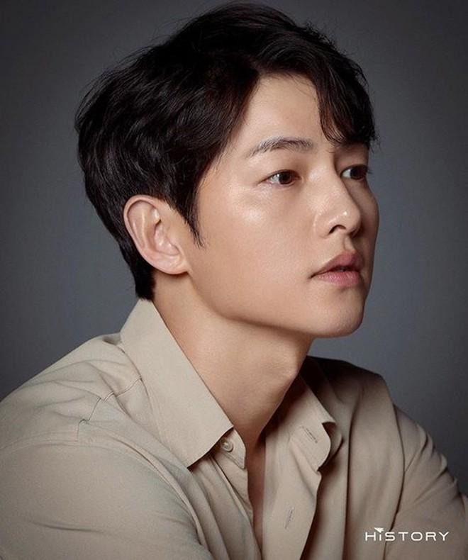 """Knet đào lại 1 hành động nhỏ """"bóc trần"""" tính cách thật của Song Joong Ki lúc quay Vincenzo, liệu có tốt như lời đồn? - Ảnh 7."""
