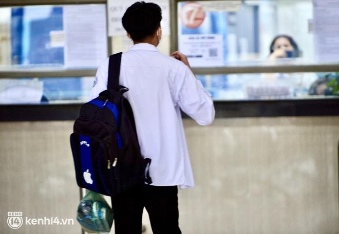 Hà Nội ngày đầu nối lại vận tải liên tỉnh: Cả bến xe chỉ có duy nhất 1 chuyến, nhiều người dân thất vọng phải quay về - Ảnh 8.