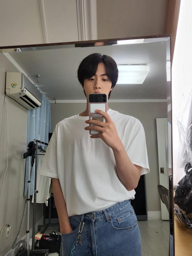 Jin (BTS) tiết lộ lý do ít sử dụng MXH Twitter, fan nghe xong ngán ngẩm: Hoá ra idol cũng gặp rắc rối như người thường mà thôi! - ảnh 2